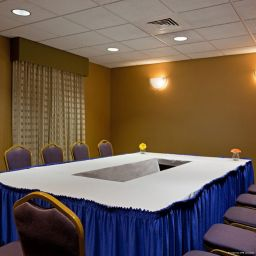 Conference room La Quinta Inn & Suites Boston Somerville