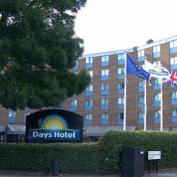 Exterior view Days Hotel London- Waterloo