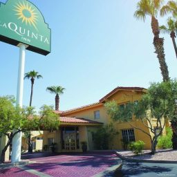 Exterior view La Quinta Inn Phoenix Thomas Road