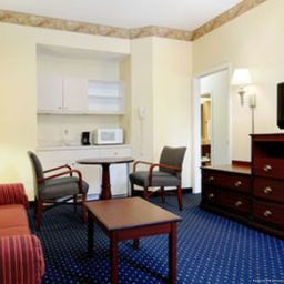 Zimmer Baymont Inn and Suites Tallahassee
