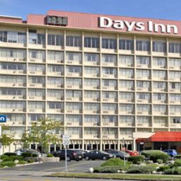 Exterior view Days Inn Niagara at the Falls