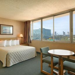 Room Days Inn Niagara at the Falls