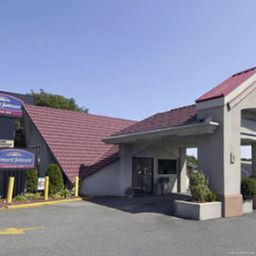 Фасад Howard Johnson Express Inn-New Brunswick NJ