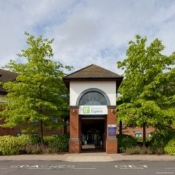 Фасад Holiday Inn Express BIRMINGHAM NEC