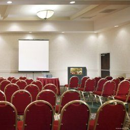 Conference room DoubleTree by Hilton Newark Airport