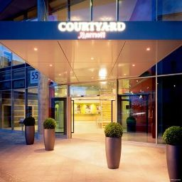 Фасад Courtyard by Marriott Berlin Mitte