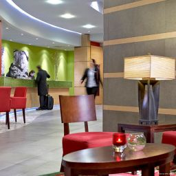 Холл Courtyard by Marriott Berlin Mitte