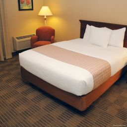 Room La Quinta Inn & Suites Wayne
