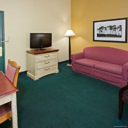 TN  Chattanooga I-24 West Country Inn & Suites By Carlson