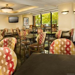 Bar Drury Inn and Suites Columbus NW
