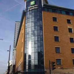 Фасад Holiday Inn Express LONDON - STRATFORD