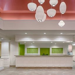 Фасад Hilton Garden Inn New Orleans French Quarter-CBD