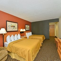 Room Quality Inn & Suites Event Center