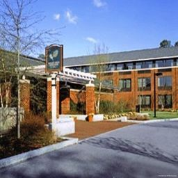 Vista exterior Williamsburg Woodlands Hotel and Suites