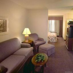 Suite Ashmore Inn and Suites