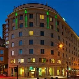 Фасад Holiday Inn GENOA CITY