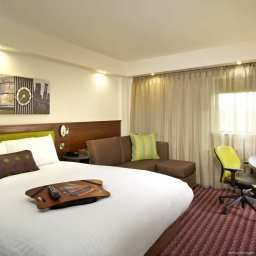 Room Hampton by Hilton CorbyKettering