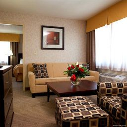 Suite Quality Hotel & Suites Langley