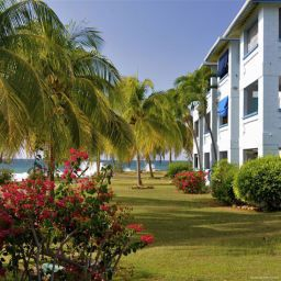 Exterior view Carib Beach Apartments
