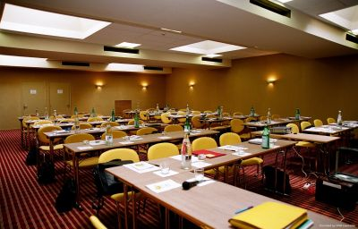 Holiday_Inn_CANNES-Cannes-Conference_room-1813.jpg