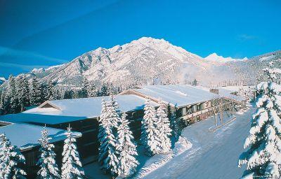 Außenansicht Banff Park Lodge