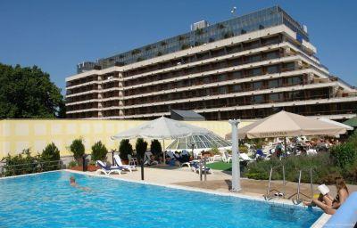 Danubius_Health_Spa_Resort_Margitsziget-Budapest-Pool-5-13600.jpg