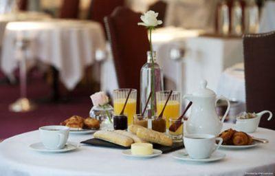 Le_Moulin_de_Mougins_Chateaux_et_Hotels_Collection-Mougins-Hall-2-29017.jpg