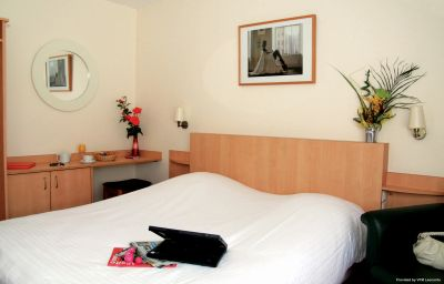 Comfort_Hotel_Lille_-_Mons_En_Baroeul-Lille-Room-3-77582.jpg