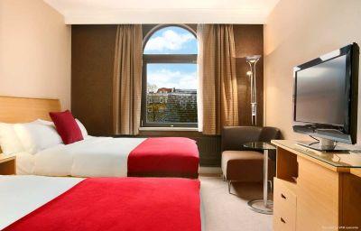 Hilton_York_hotel-York-Room-4-81004.jpg