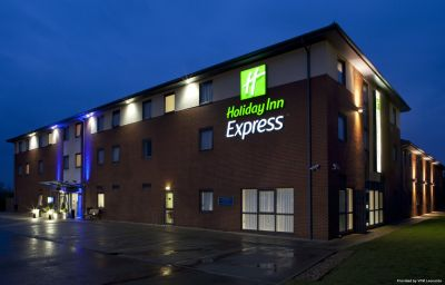 Holiday_Inn_Express_BEDFORD-Bedford-Exterior_view-6-83356.jpg