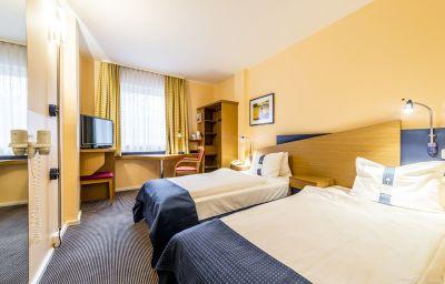 Holiday_Inn_Express_FRANKFURT_AIRPORT-Moerfelden-Walldorf-Room-19-85700.jpg