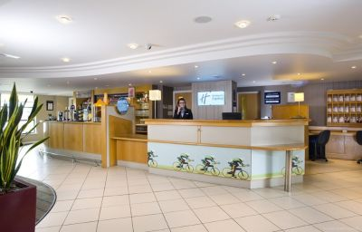 Holiday_Inn_Express_LONDON_-_LUTON_AIRPORT-Luton-Restaurant-17-87532.jpg