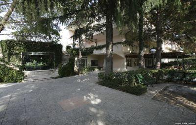 Vista exterior Villa Maria Hotel