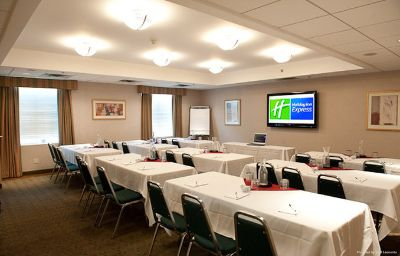 Holiday_Inn_Express_EXTON-LIONVILLE-Exton-Conference_room-9-136176.jpg
