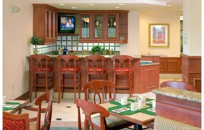 Hilton_Garden_Inn_Minneapolis-Maple_Grove-Maple_Grove-Hotel_bar-1-162361.jpg