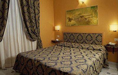 Anis-Nice-Room-3-214639.jpg