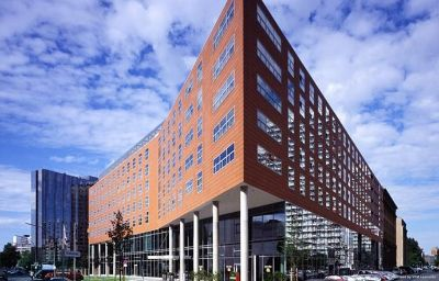 Vista esterna Courtyard by Marriott Berlin Mitte Berlin