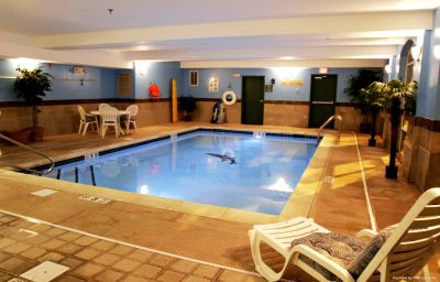 Pool Holiday Inn Express & Suites WOODBRIDGE Woodbridge (New Jersey)