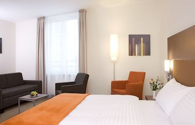 InterCityHotel-Essen-Room-6-407396.jpg