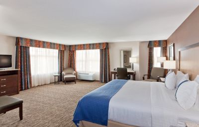 Holiday_Inn_Hotel_Suites_SURREY_EAST_-_CLOVERDALE-Surrey-Suite-6-429826.jpg