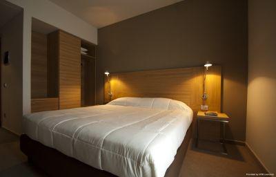 Victor-Bari-Room-3-450338.jpg