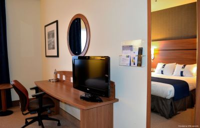 Holiday_Inn_Express_BRAINTREE-Braintree-Standardzimmer-3-456311.jpg