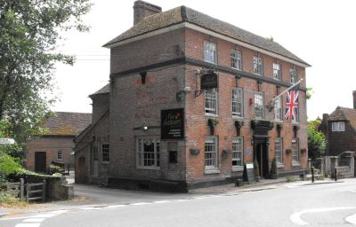 Exterior view Chequers Inn Uckfield (Wealden, England)