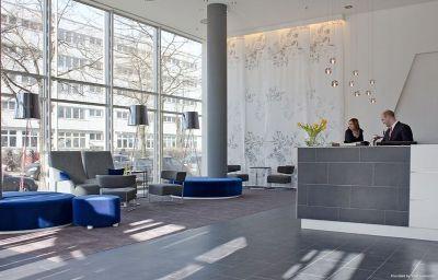 Winters_im_Spiegelturm-Berlin-Hall-543026.jpg