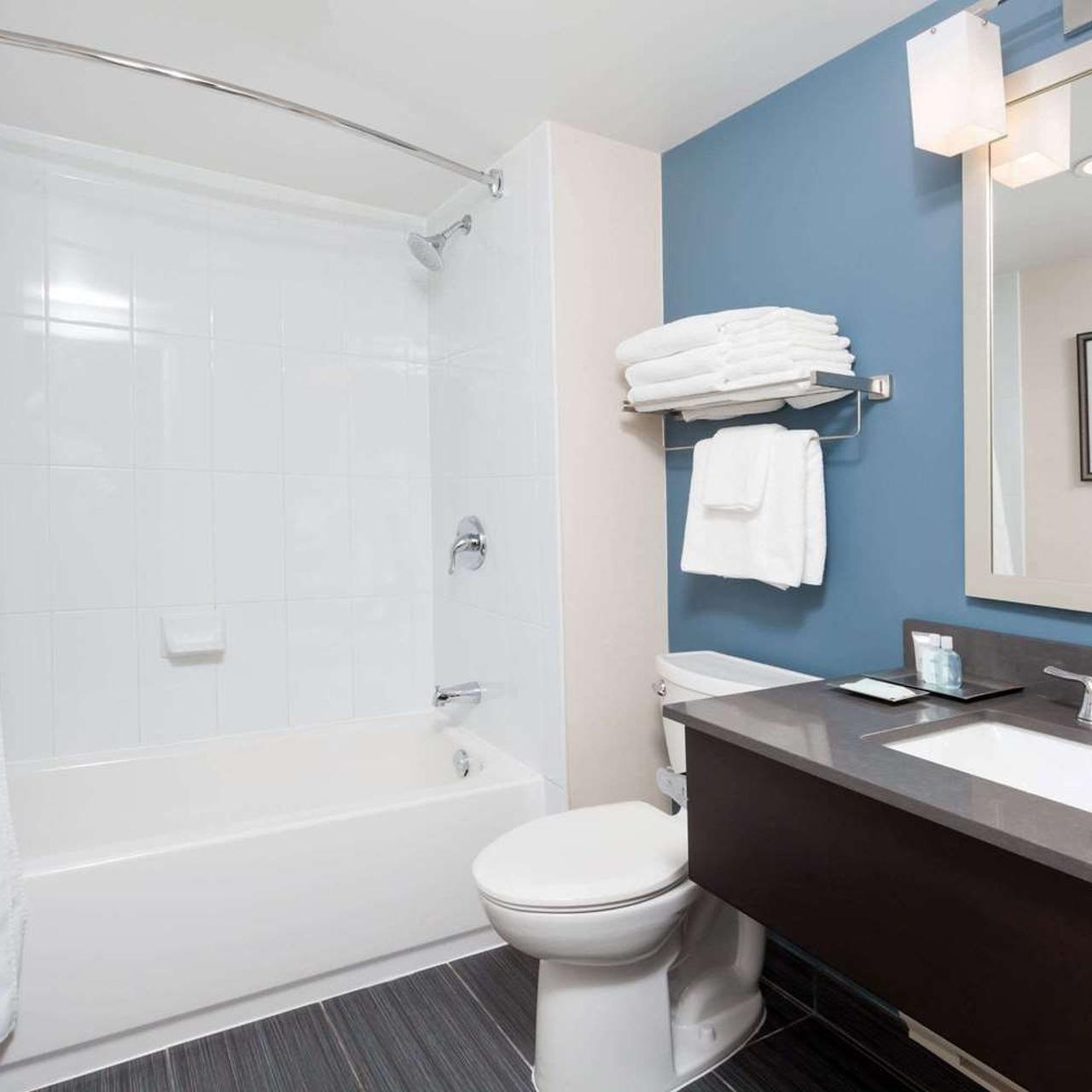 Hotel Wyndham Garden Niagara Falls In Niagara Falls Ontario Hrs