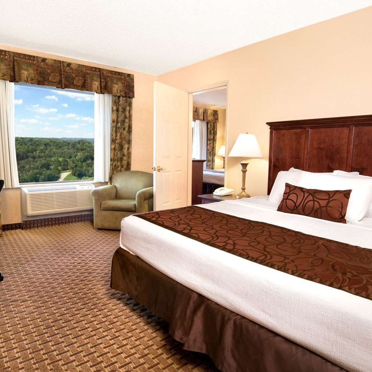 Grand Plaza Hotel Branson United States Of America At Hrs With Free Services