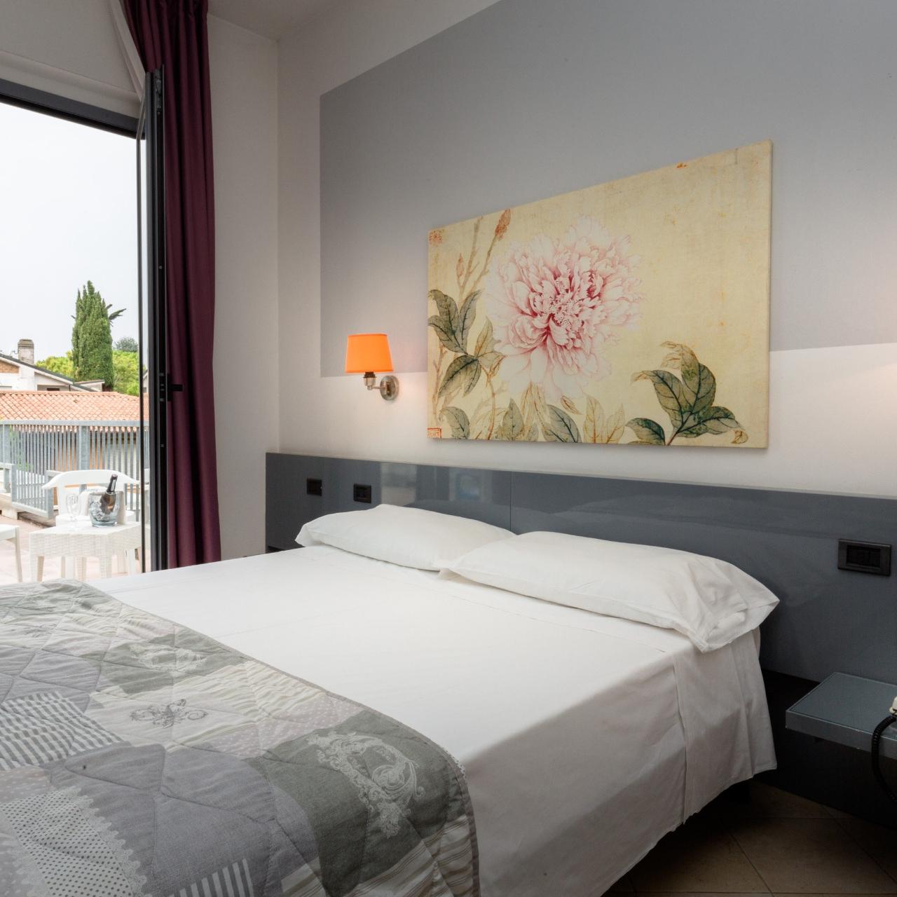 Hotel Alfieri Italia Presso Hrs Con Servizi Gratuiti