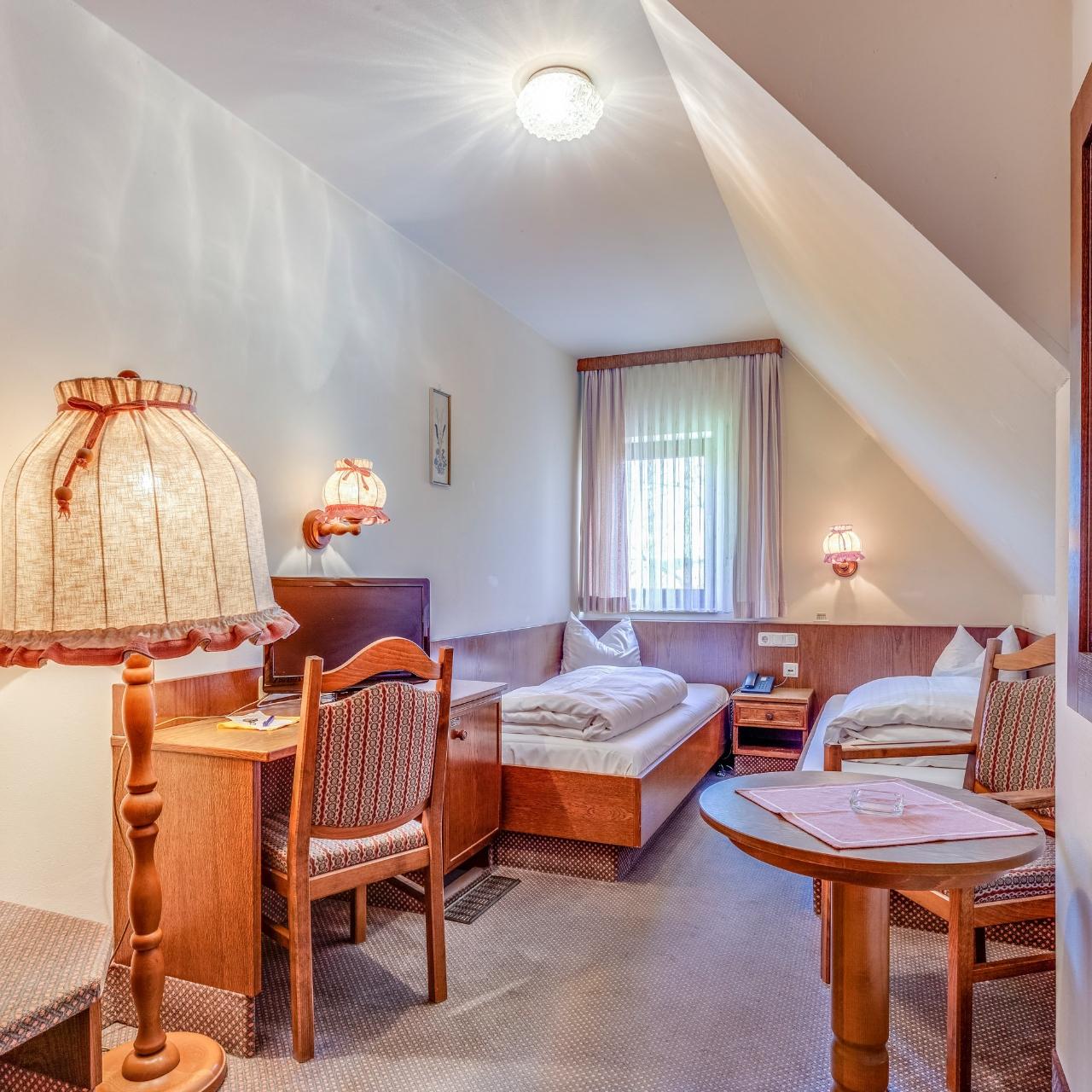 Hotel Gruner Baum Gasthof Blodel Bayern Bei Hrs Gunstig Buchen