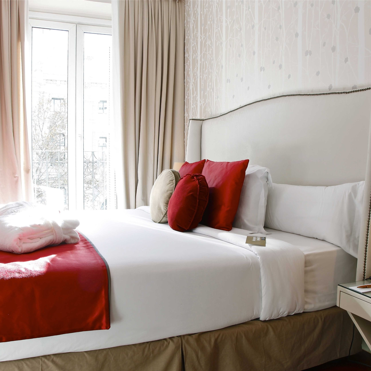 Hotel Luxury Suites Apartments 4 Hrs Star Hotel In Madrid Madrid