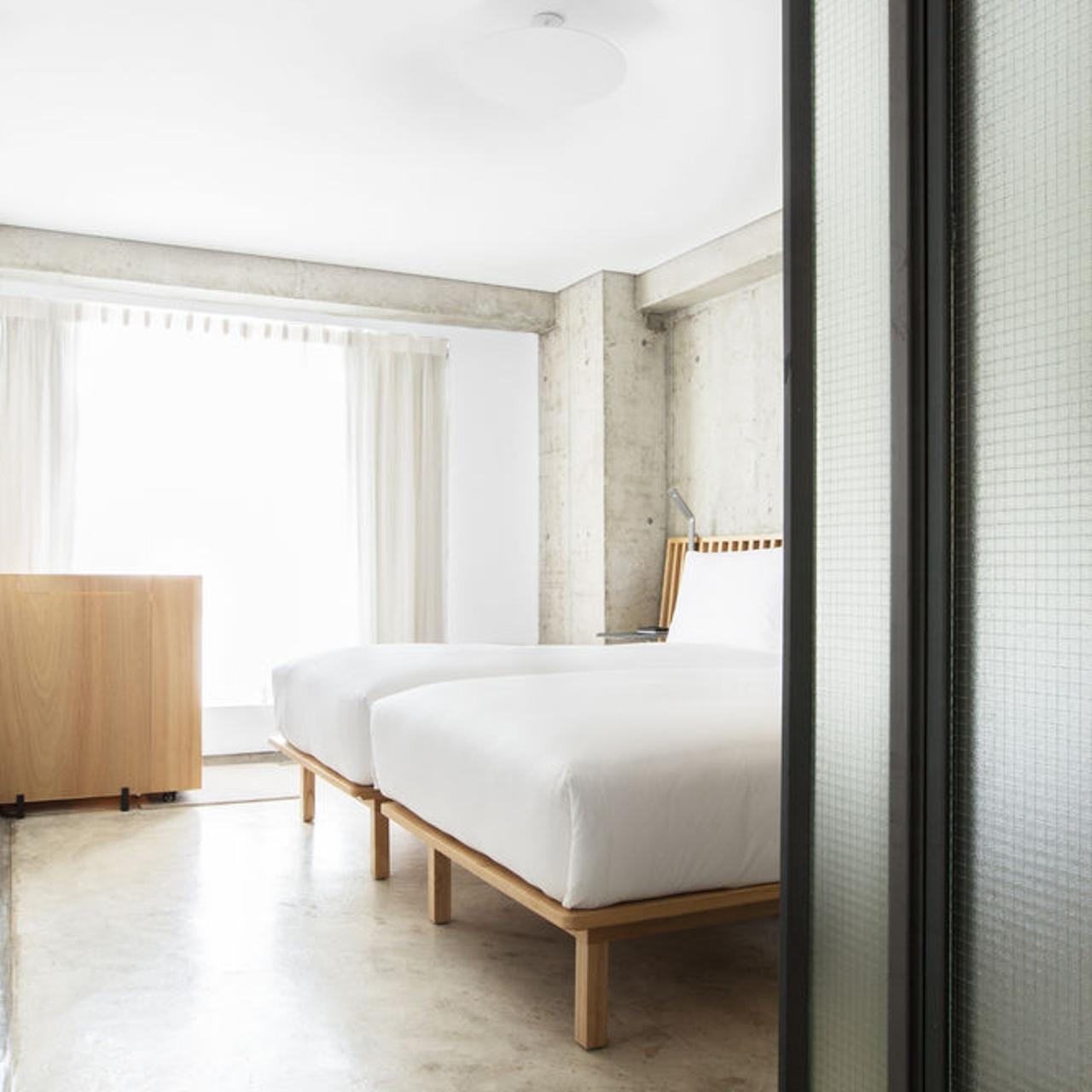 Single first floor bedroom and facilities - Bild frn Hotell Gota